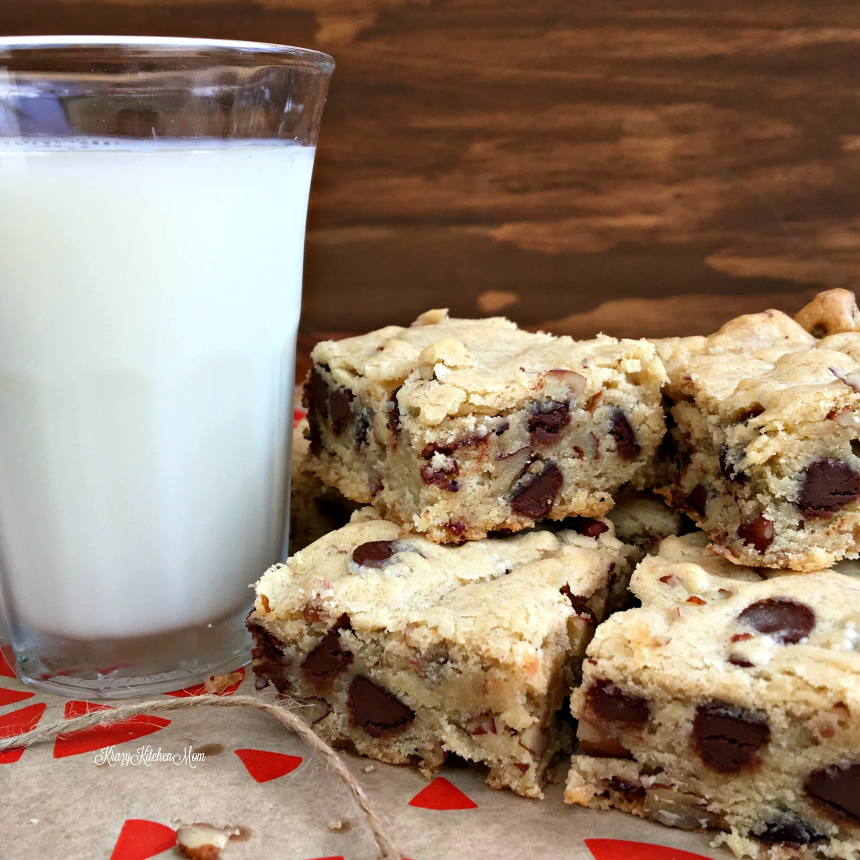Soft & Chewy Blondies with Chocolate Chips & Pecans
