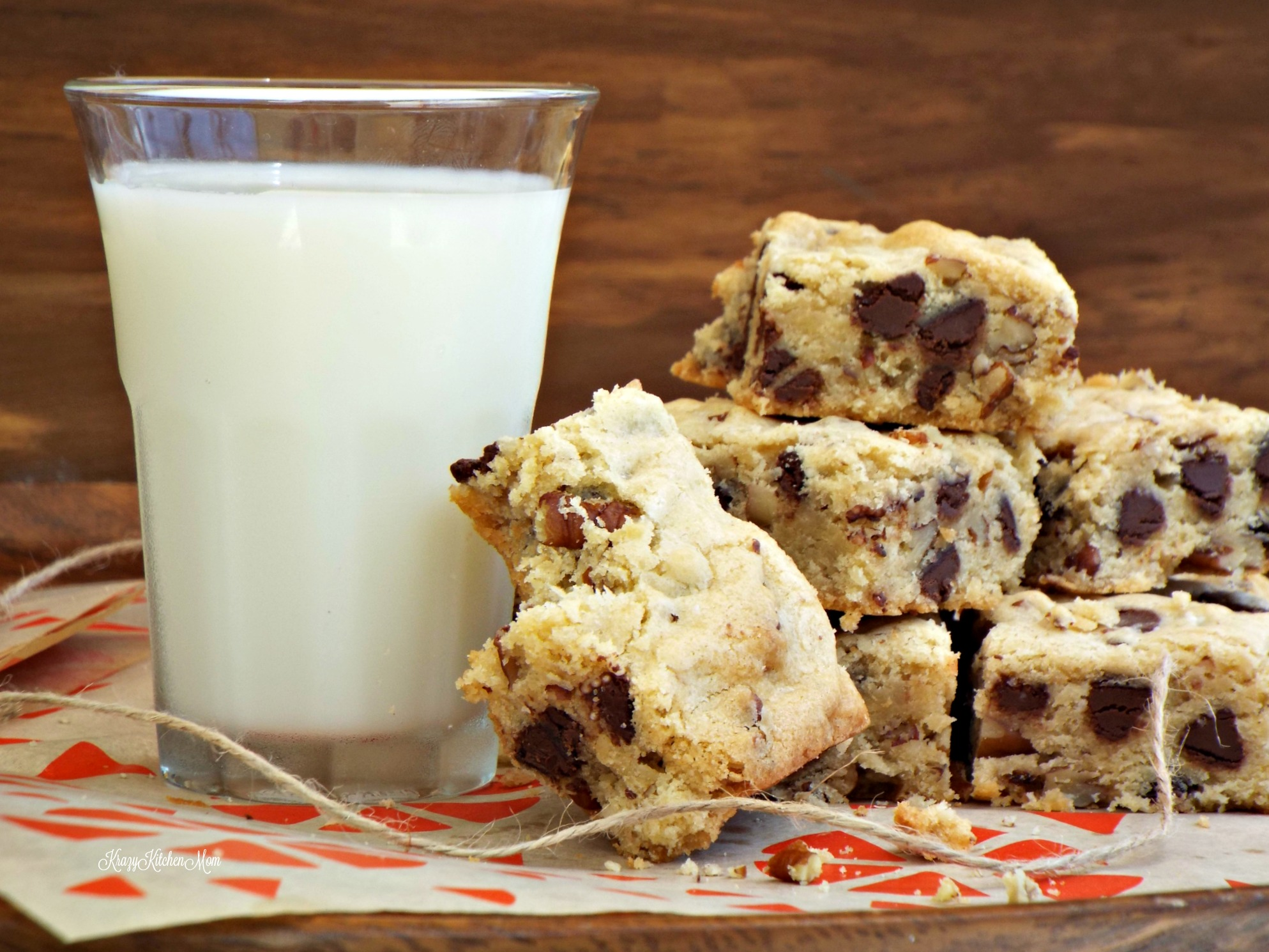 Soft & Chewy Blondies with Chocolate Chips and Pecans