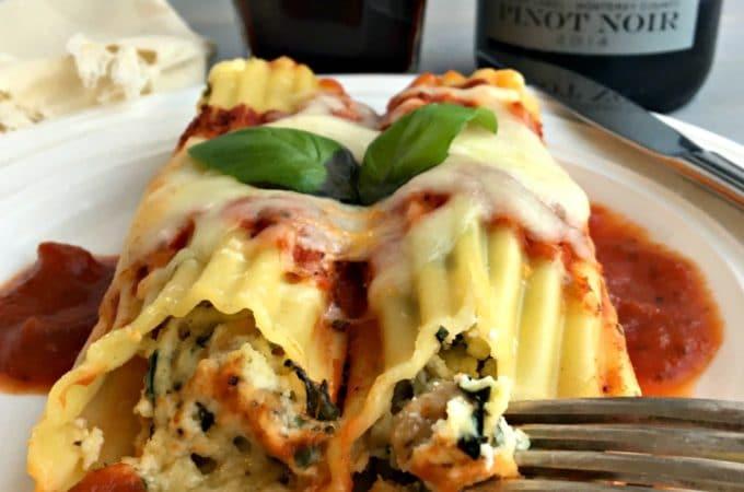 Pasta, cannelloni, stuffed shell