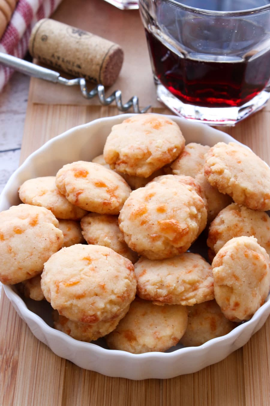 bowl of cheddar cheese shortbread crackers