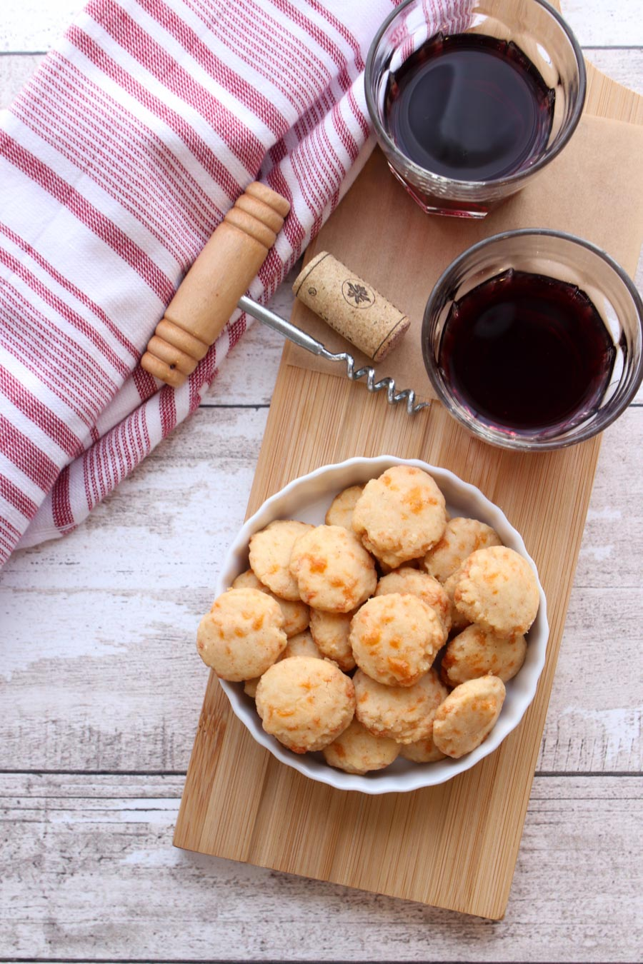 Crackers and a glass of red wine on a serving board
