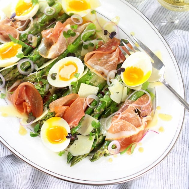 A healthy salad with ham and Egg