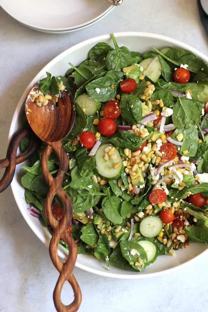 Lettuce salad with tomatoes, cucumber and nuts