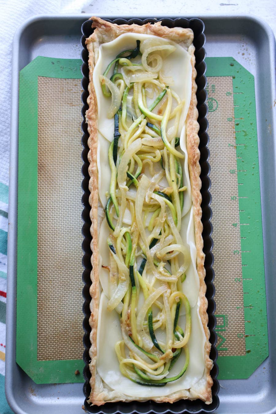 Tart with zucchini and onions