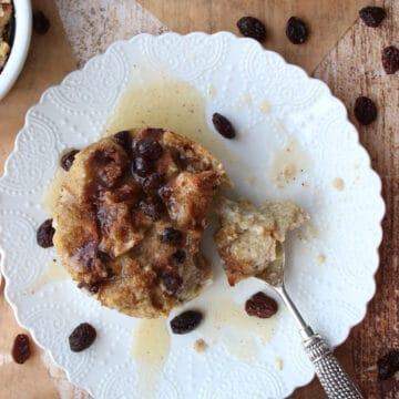 close up of cinnamon raisin bagel bread pudding